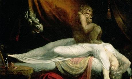 Заглянул под одеяло спящей зрелой женщине фото 522-494